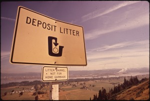highway sign for no litter